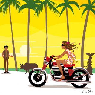 femme à moto dans paysage lumineux à Goa en Inde